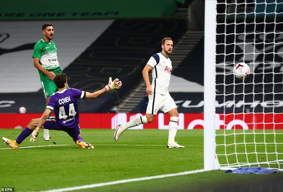 Harry Kane lập hat-trick, Tottenham đoạt vé dự Europa League