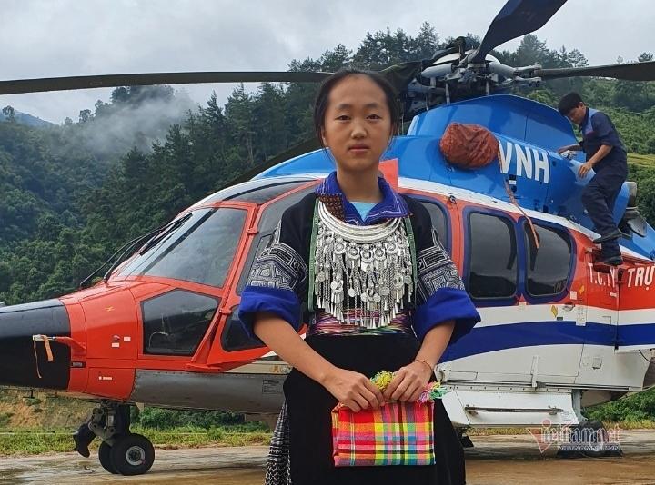 Nữ sinh H'Mông nhận phần thưởng 'Bay trên mùa vàng' của Bí thư Mù Cang Chải