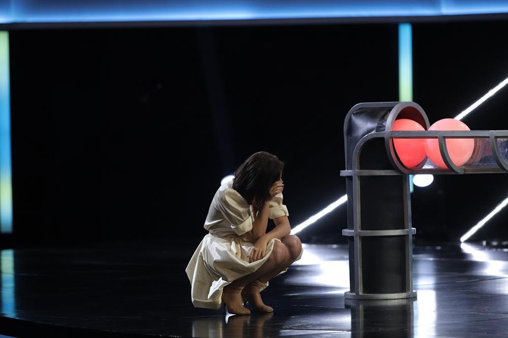 Văn Mai Hương khóc nấc, ôm mặt tiếc nuối vì mất hàng trăm triệu đồng