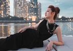 Á hậu Dương Tú Anh đẹp sang chảnh trên du thuyền