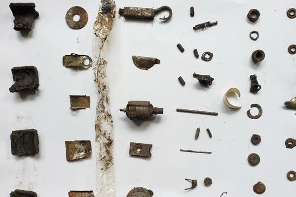 Người đàn ông nuốt hàng loạt đồ vật bằng kim loại