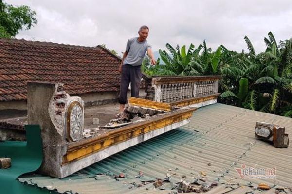 Nổ mìn đá bay tung tóe, sập mái nhà dân ở Thanh Hóa