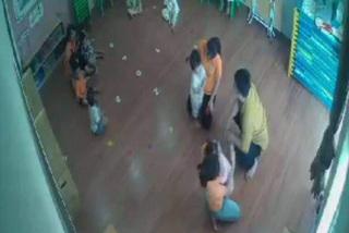 Bé 2 tuổi bị đánh trước mặt 3 cô giáo, ứng phó sao với phụ huynh hung hãn?