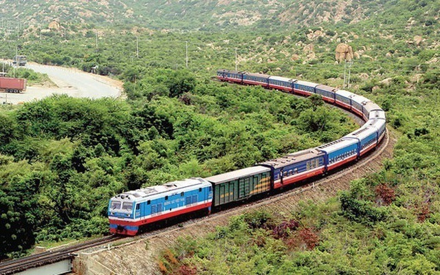 Incurring big losses, Vietnam railway faces serious challenges