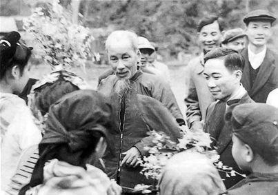 Kỷ niệm của Tướng Vịnh về nhà thơ Tố Hữu