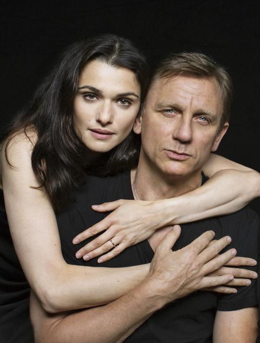 Thân hình 6 múi cường tráng của James bond Daniel Craig ở tuổi 52