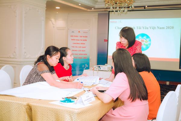 Thí điểm dạy an toàn giao thông cho trẻ mầm non