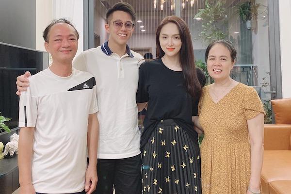 Hương Giang đưa bạn trai doanh nhân về ra mắt bố mẹ