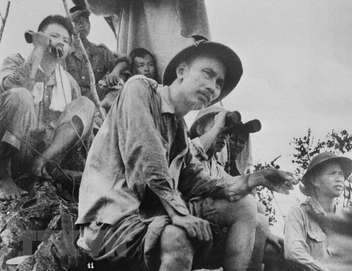 Phút lịch sử trong chiến dịch Bác Hồ trực tiếp ra trận