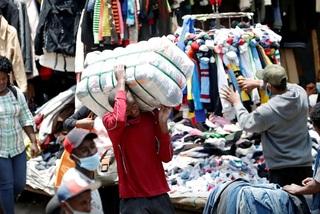 Quần áo trị giá chục tỷ đồng chất đống trong kho
