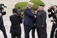 Kim Jong Un chúc vợ chồng ông Trump mau bình phục