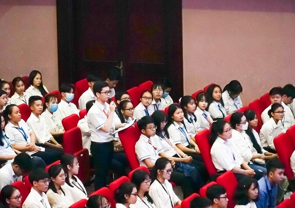 Phó Thủ tướng: Sinh viên thông thạo càng nhiều ngoại ngữ càng tốt