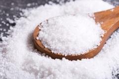Người Việt cần tính toán lượng muối thêm vào khi nấu ăn