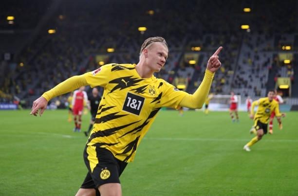 Haaland 'lên đồng', Dortmund thắng hoành tráng