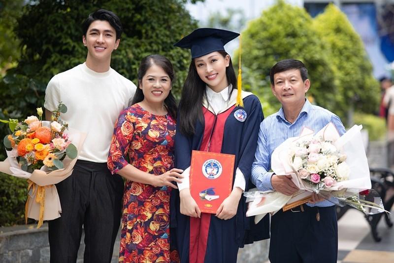 Bình An chúc mừng Á hậu Phương Nga tốt nghiệp đại học