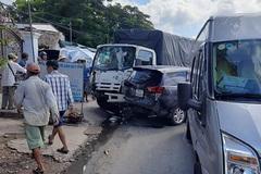 7 ô tô tông loạn xạ trên QL1 rồi lao vào quán nước ở Tiền Giang