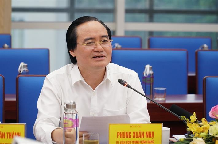 """Bộ trưởng Phùng Xuân Nhạ gợi mở giải pháp cho 3 điểm """"nghẽn"""" của giáo dục Nghệ An"""