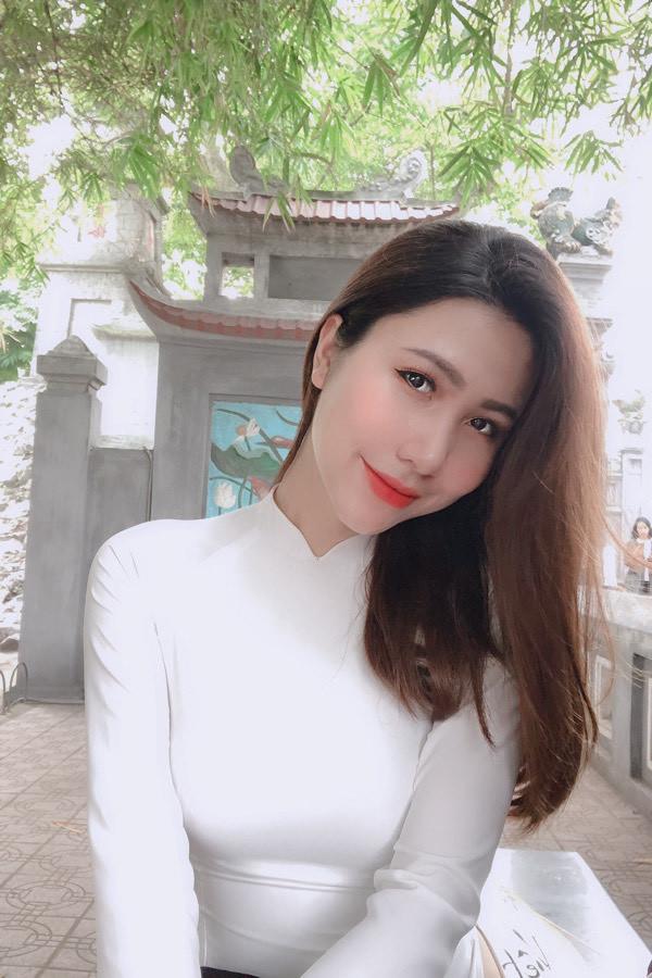 Nữ tiếp viên trưởng 25 tuổi vào bán kết HHVN 2020
