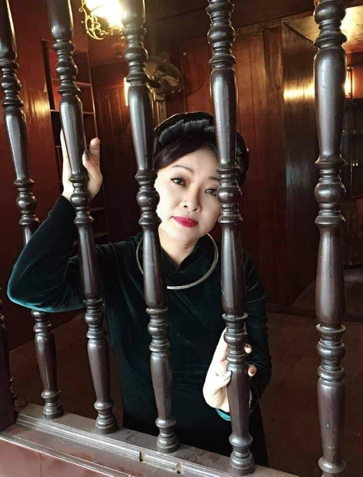 Mai Phương Thuý hút mắt với chân váy ngắn và áo croptop