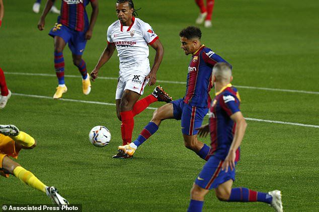 Messi tịt ngòi, Coutinho giúp Barca thoát thua