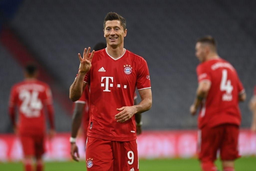 Lewandowski lập poker, Bayern Munich thắng 'điên rồ'