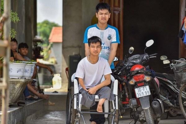 Đôi bạn 10 năm cõng nhau đến trường ở Thanh Hóa chia xa trong tiếc nuối
