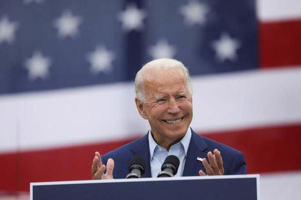 Biden dẫn trước 14 điểm, đội ông Trump vẫn vững vàng quyết chiến