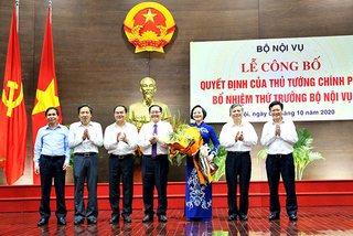 Bộ trưởng Nội vụ chuyển giao một số nhiệm vụ cho Thứ trưởng Phạm Thị Thanh Trà