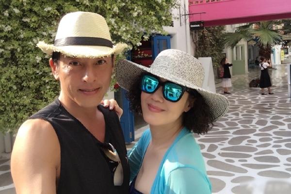 Vợ chồng tài tử TVB ăn chay, không sinh con sau 25 năm bên nhau