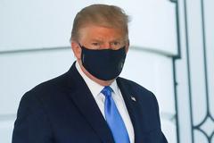 Bác sĩ nói ông Trump âm tính với virus corona 'nhiều ngày liền'