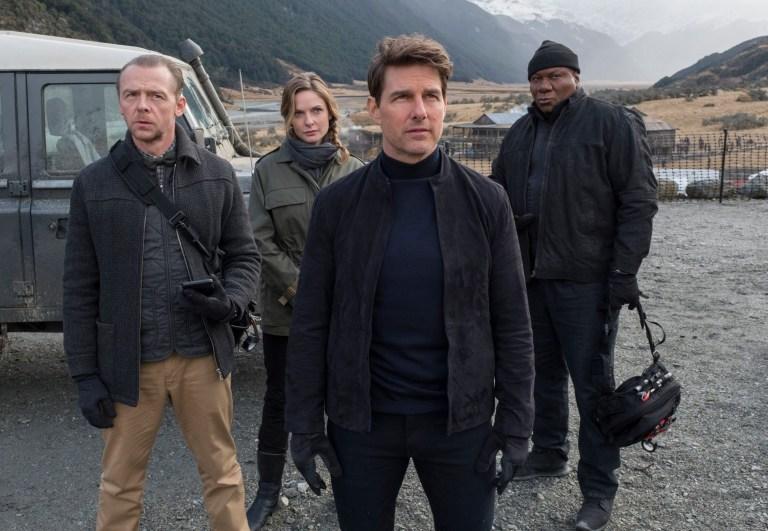 Tom Cruise đóng phim trên nóc tàu cao tốc đang chạy