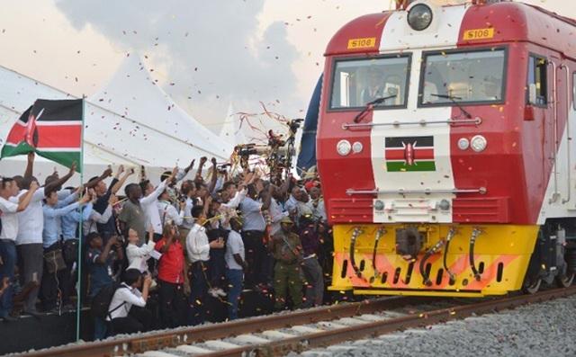 Vay Trung Quốc gần 5 tỷ USD làm đường sắt, Kenya lỗ đậm, xin giãn nợ