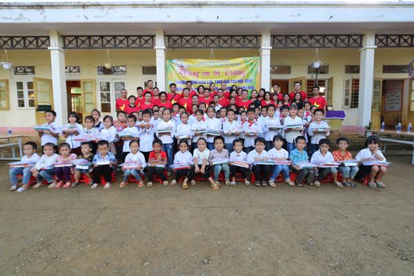 Hành trình thiện nguyện tiếp bước đến trường cho trẻ vùng cao Thanh Hóa
