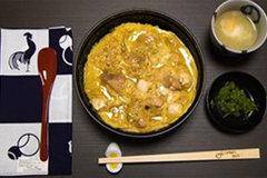 Nhà hàng chỉ bán cơm và trứng rán cũng khiến khách phải xếp hàng 2 tiếng