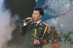 Vũ Thắng Lợi hát trong chương trình 'Ký ức người lính'