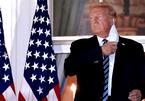 Hành động gây tranh cãi của ông Trump khi rời viện về Nhà Trắng