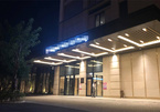 Phong tỏa khách sạn, cách ly 162 người liên quan đến chuyên gia Nhật dương tính nCoV