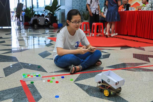 GS. Ngô Bảo Châu 'chịu thua' câu hỏi hóc búa của học sinh yêu toán