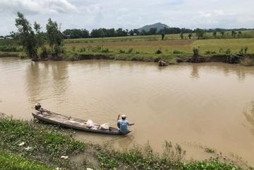 Mekong Delta farmers hit hard by late floods