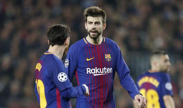 Klopp lầm Jadon Sancho về MU, Messi tức giận Pique