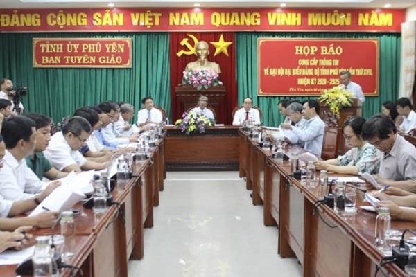 Phú Yên không tặng quà, không nhận hoa chúc mừng tại Đại hội Đảng bộ