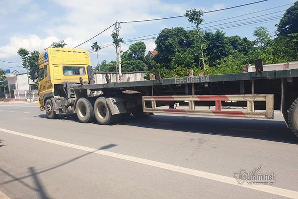 Xe container phi ầm ầm trên đường cấm để 'né' trạm thu phí