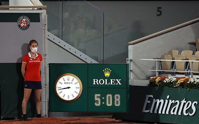 Dominic Thiem dừng bước ở tứ kết sau màn tra tấn thể lực
