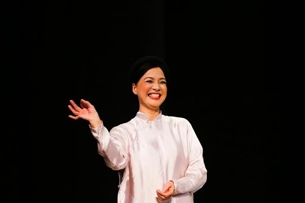 Vợ chồng NSND Lê Khanh chuyển về ngoại ô, cuộc sống rất sung sướng