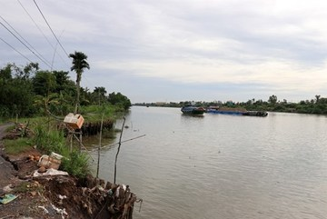 Mekong Delta province faces worsening river, canal erosion