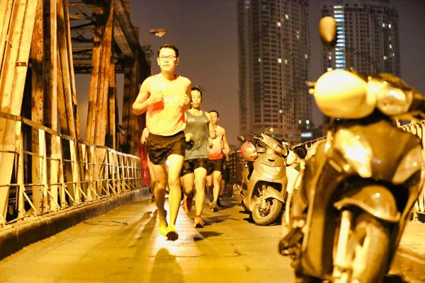 VPBank Hanoi Marathon ASEAN 2020: dàn pacers 'check-in' đêm thu Hà Nội