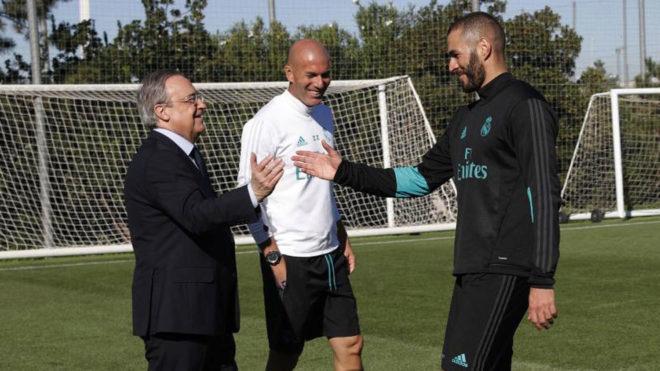 Cavani tuyên bố cực chất áo số 7 MU, Barca thở phào