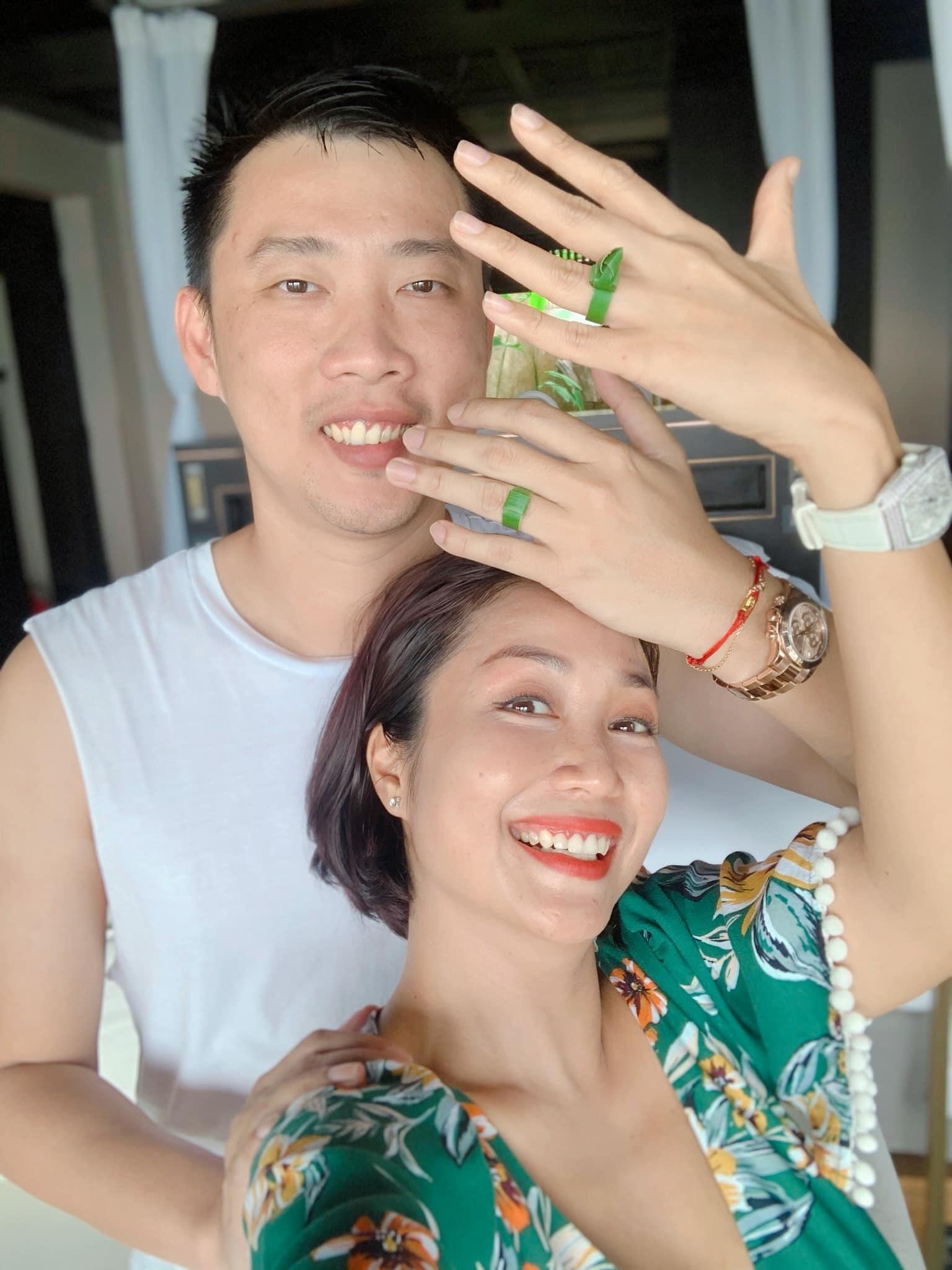 Bằng Kiều chụp ảnh vui vẻ với Jennifer Phạm