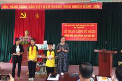 Trao tặng tủ sách cho nhân dân xã Đồng Tâm