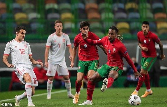 Ronaldo vô duyên, Bồ Đào Nha và Tây Ban Nha cầm chân nhau